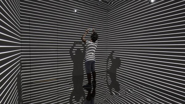 Refik-Anadol-Infinity-Room-02-600x338